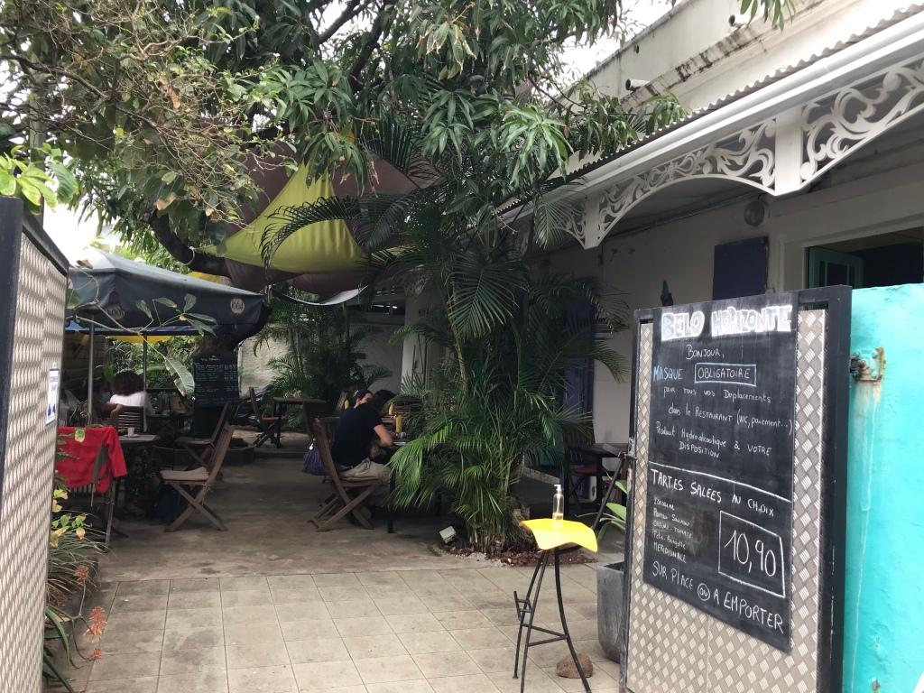 cour intérieure ombragée du restaurant Belo Honrizonté sur saint peirre